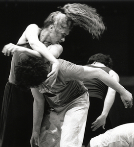 the effects of mindfulness on dancers when improvising Both early modern dance and contact improvisation were experimental   physical and mental healing effects of movement and the body as a tool of  spiritual  meditation, practiced yoga and tried one variant or another of oriental  religions.